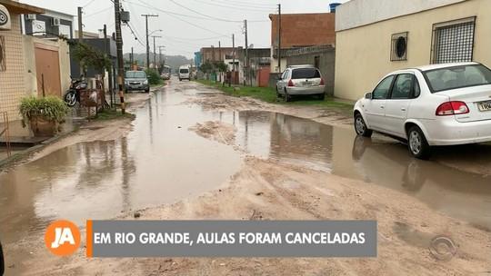 Chuva intensa em Rio Grande causou o cancelamento das aulas nas escolas municipais