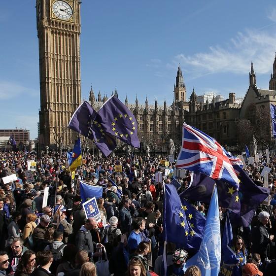 Defensores da permanência do país na União Europeia querem possibilidade de revogar plebiscito que aprovou o Brexit (Foto: AFP PHOTO/DANIEL LEAL-OLIVAS)