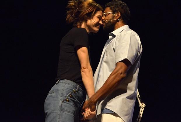 Babi Xavier e Nill Marcondes estrelam peça sobre a trajetória de Martinho da Vila (Foto: Divulgação)