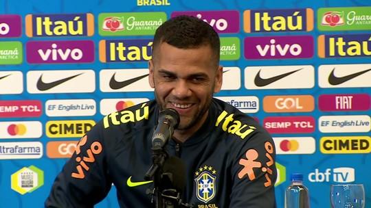 """Coração são-paulino, gratidão ao Bahia e pai palmeirense, Daniel Alves não cogita volta: """"Vai demorar"""""""