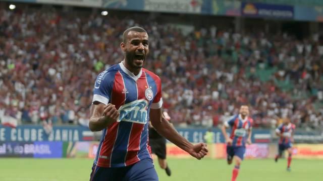 Ernando comemora o gol da vitória do Bahia