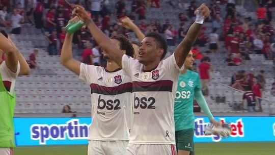Jogadores do Flamengo devolvem provocação do Athletico e fazem gesto de Gabigol; veja o vídeo