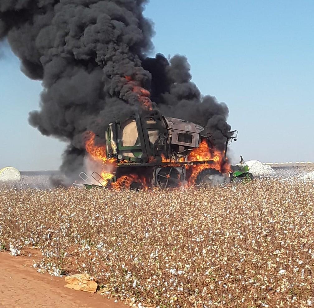 Maquinário destruído na Fazenda Terra Santa, em Diamantino (MT) — Foto: Divulgação