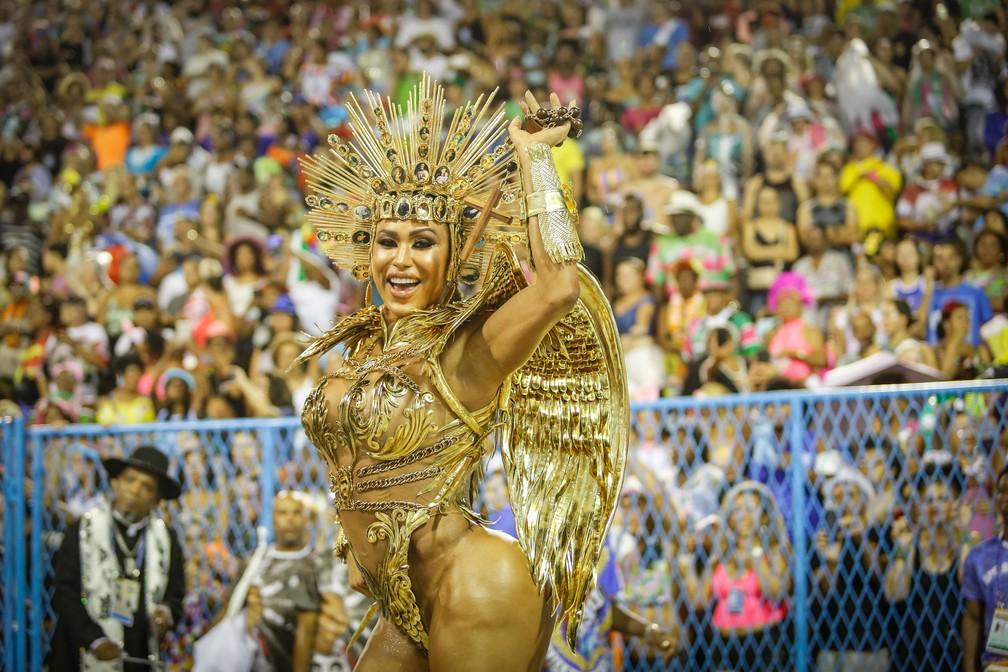 Gracyanne Barbosa desfila pela União da Ilha — Foto: Marcos Serra Lima/G1