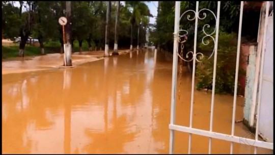 Avenida fica alagada em Córrego Danta