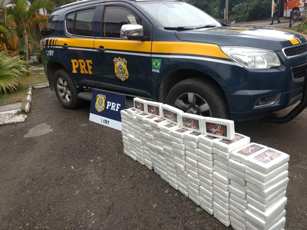 160 kg de cocaína foram apreendidos na manhã desta sexta-feira — Foto: Divulgação/PRF