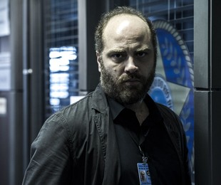 Paulo Tiefenthaler é Nelson, um policial seriíssimo | Estevam Avellar