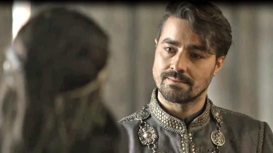 Virgílio faz trato com Catarina: 'Vossa majestade terá Afonso. Eu fico com Amália'