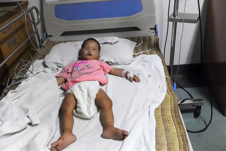 Yuequiao no hospital depois de ter sido encontrada (Foto: Reprodução Asiawire)