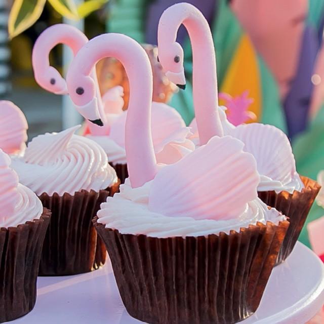 Cupcakes decorados com flamingos (Foto:  FELIPE LESSA)