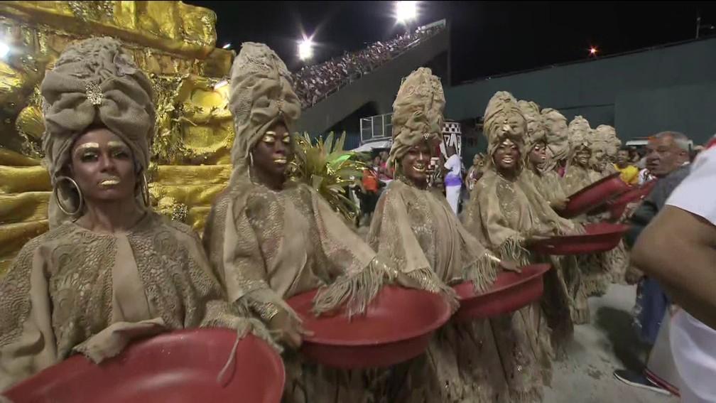 Viradouro contou a história das Ganhadeiras de Itapuã — Foto: Reprodução/TV Globo