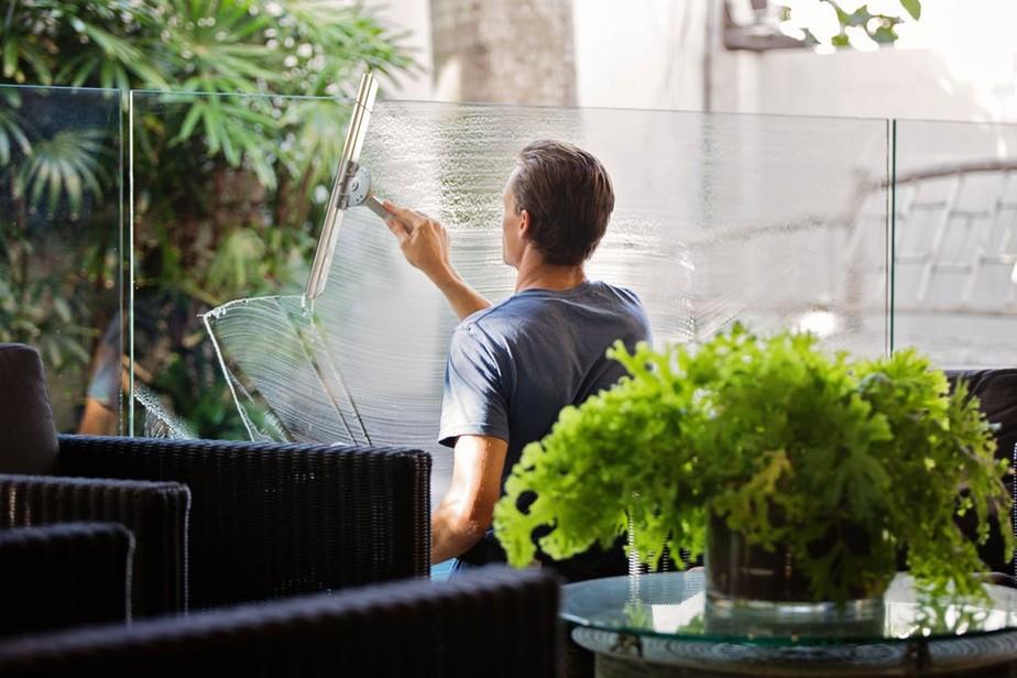 Limpar a casa pode ser uma experiência sustentável e econômica