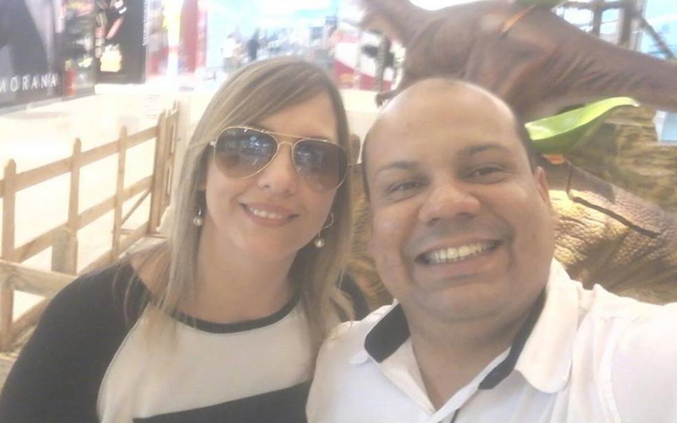 Os jornalistas Mari Oliveski e Leandro Silva Santos (Foto: Reprodução/Facebook)