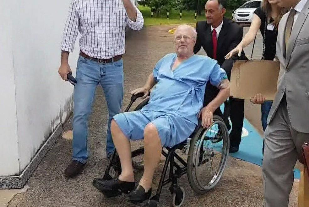Paulo Maluf deixa hospital no DF (Foto: Reprodução/TV Globo)