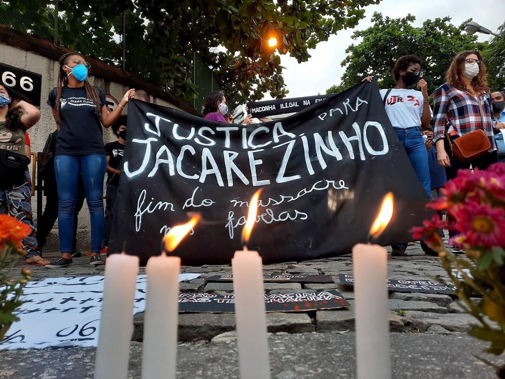 Manifestantes realizam um protesto contra a operação da polícia que deixou 25 mortos no Jacarezinho, no Rio — Foto: WILTON JUNIOR/ESTADÃO CONTEÚDO