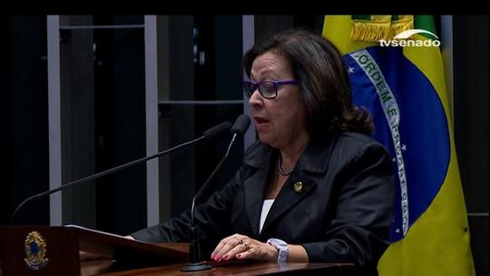 Dilma e senadora citam versos de Chico Buarque no interrogatório