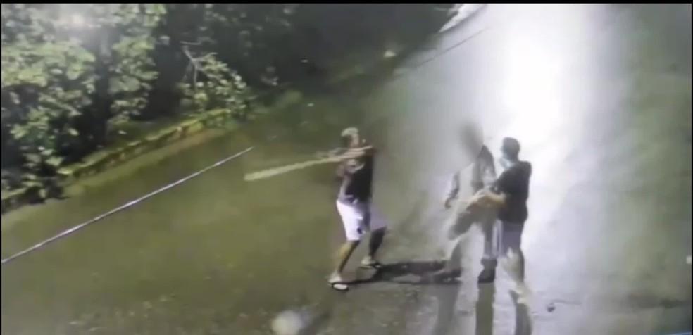 Homem foi agredido a paulada durante assalto em Ipojuca, no Litoral Sul de Pernambuco — Foto: Reprodução/WhatsApp