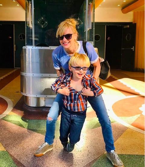 A atriz Anna Faris com o filho fruto de seu casamento com Chris Pratt (Foto: Instagram)