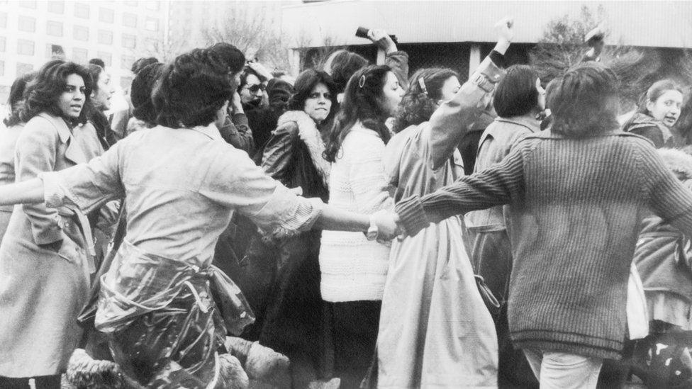 Mulheres protestam contra o hijab em 1979 (Foto: Getty Images via BBC News)