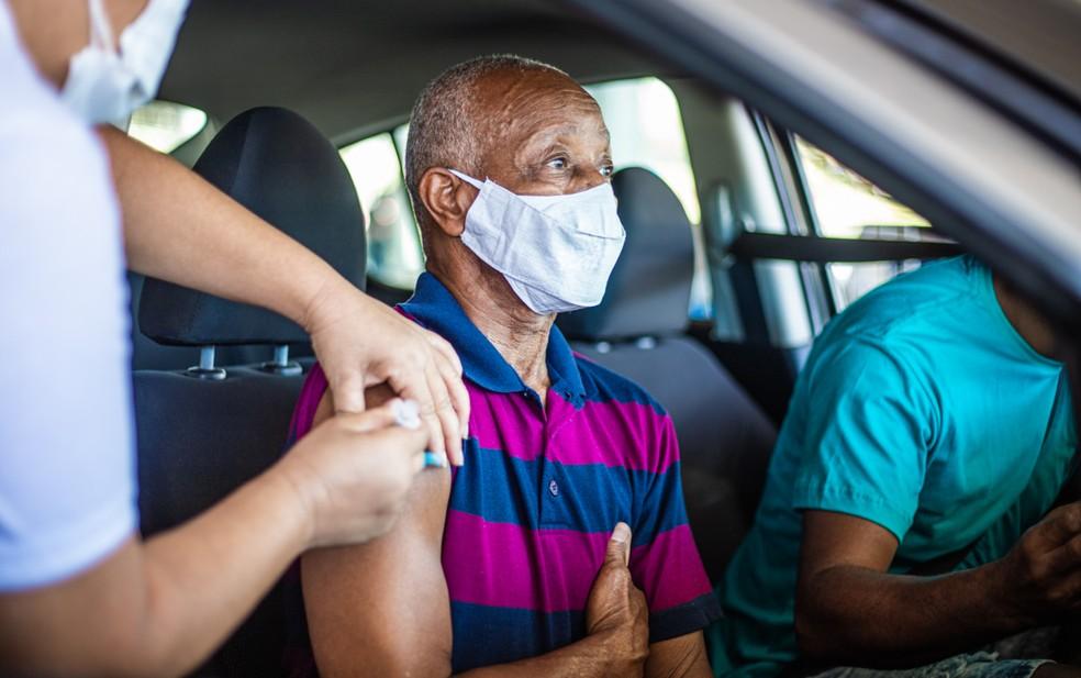 Idosos com 60 anos ou mais podem tomar a dose de reforço, em Salvador — Foto: Igor Santos/Prefeitura de Salvador