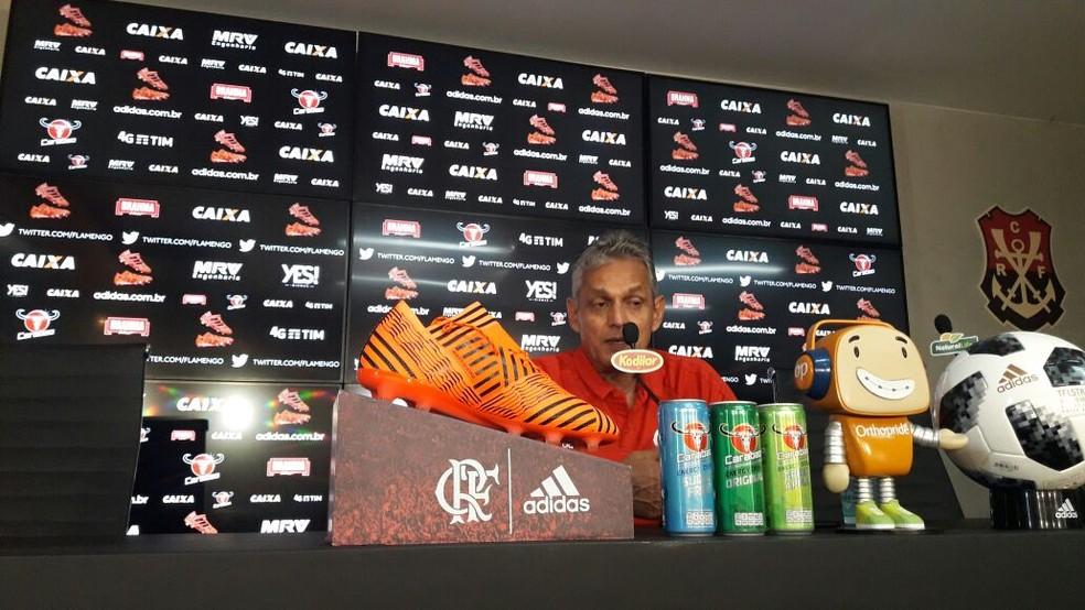 Rueda fala em entrevista no Ninho do Urubu (Foto: Bruno Giufrida)