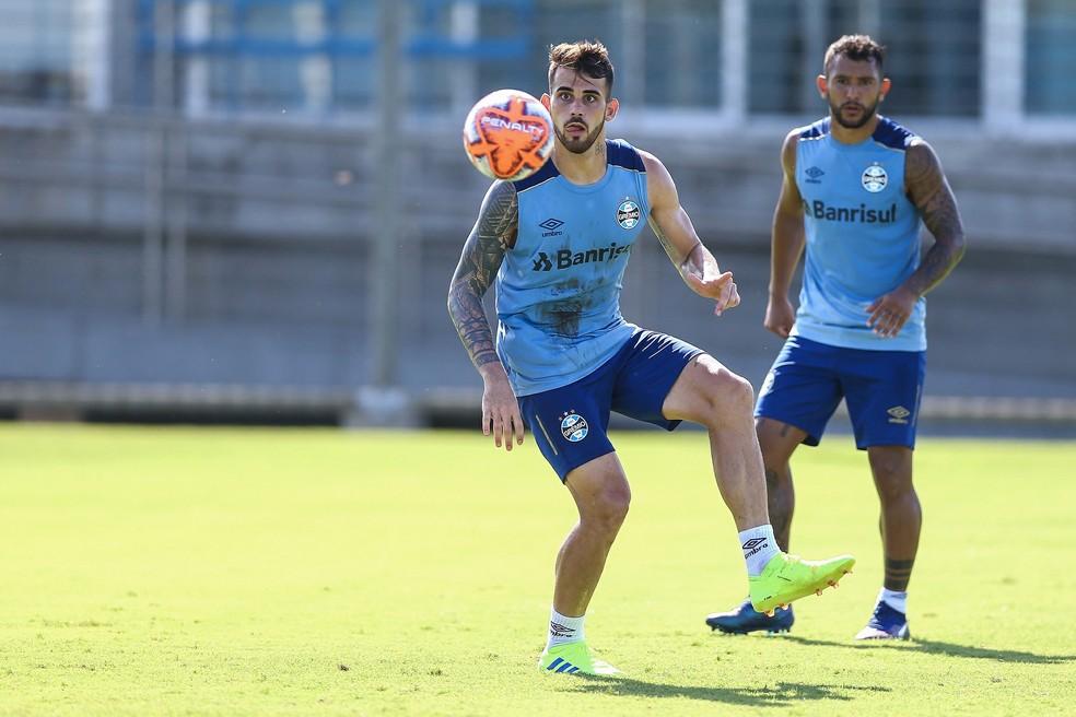 Felipe Vizeu e Walter Montoya devem começar no banco  — Foto: Lucas Uebel/Grêmio FBPA