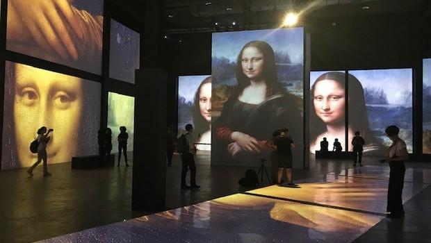 Sala com telões de alta definição da exposição Leonardo da Vinci - 500 Anos de um Gênio, no MIS Experience (Foto: Época Negócios)