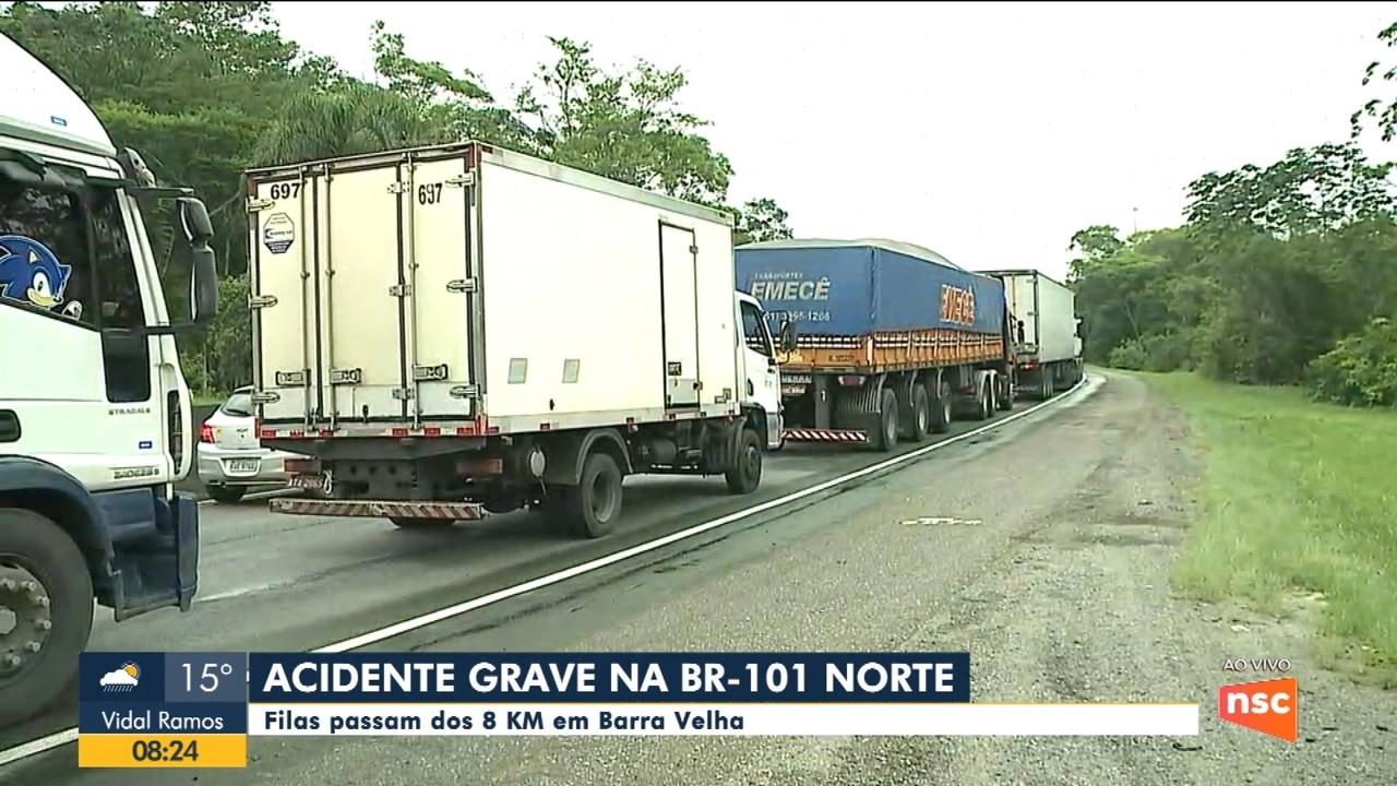 Acidente grave na BR-101 complica trânsito no Norte catarinense