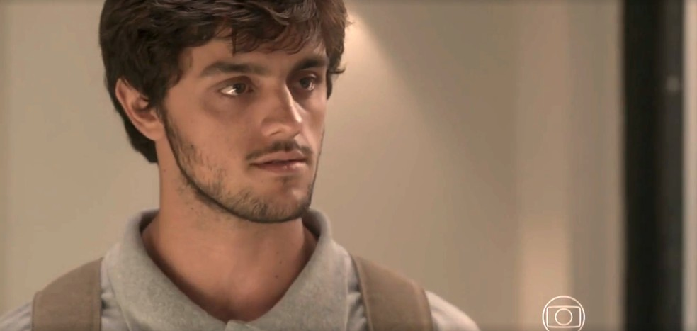 Jonatas é firme com a amada — Foto: TV Globo