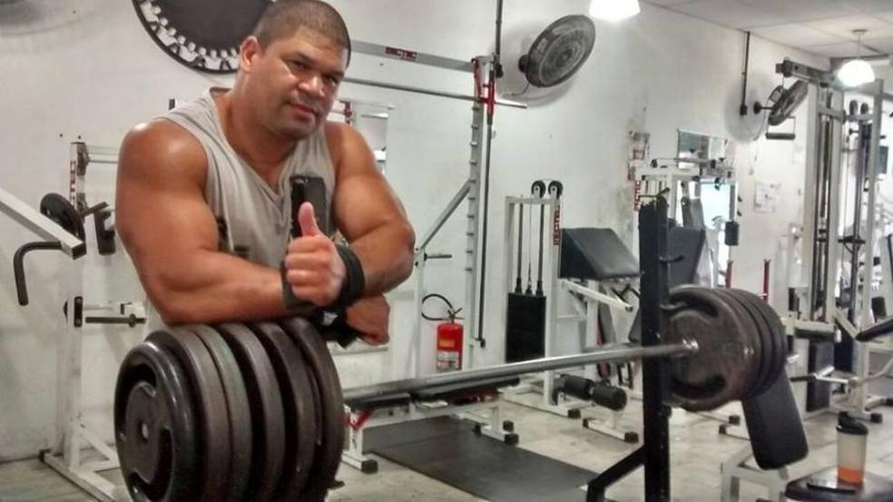 """O halterofilista Ricardo Xavier, """"o Gigante"""", ficou internado por 12 dias voltou ao esporte lenda e gradualmente — Foto: Arquivo Pessoal"""