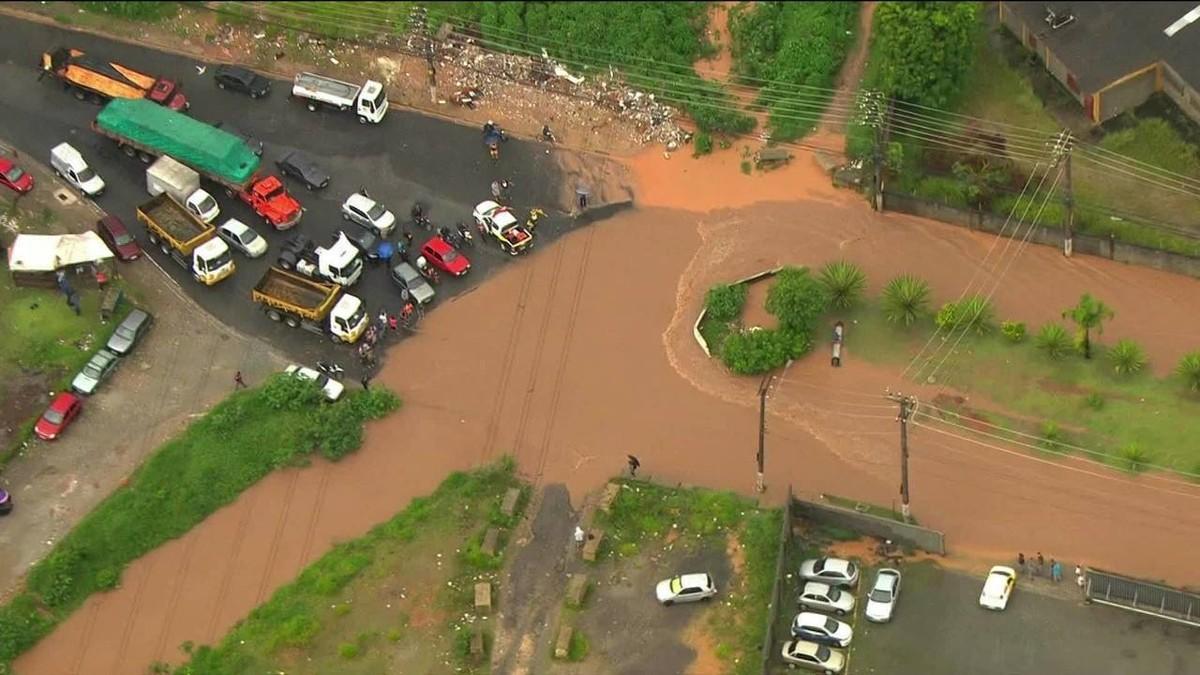 Tragedia Em Suzano Hoje Pinterest: Chuva Causa Alagamentos Na Grande SP E Deixa Regiões Da