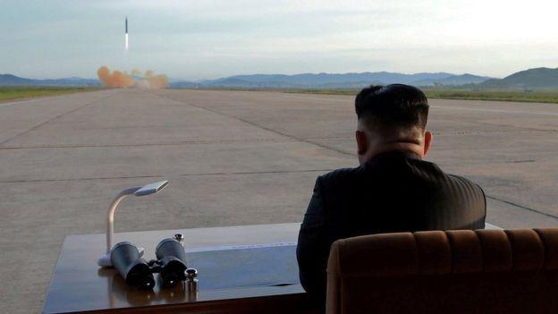 O vazamento de informações pode ser uma forma de dizer para Kim Jong-un: 'estamos de olho em você' (Foto: Reuters/BBC News)