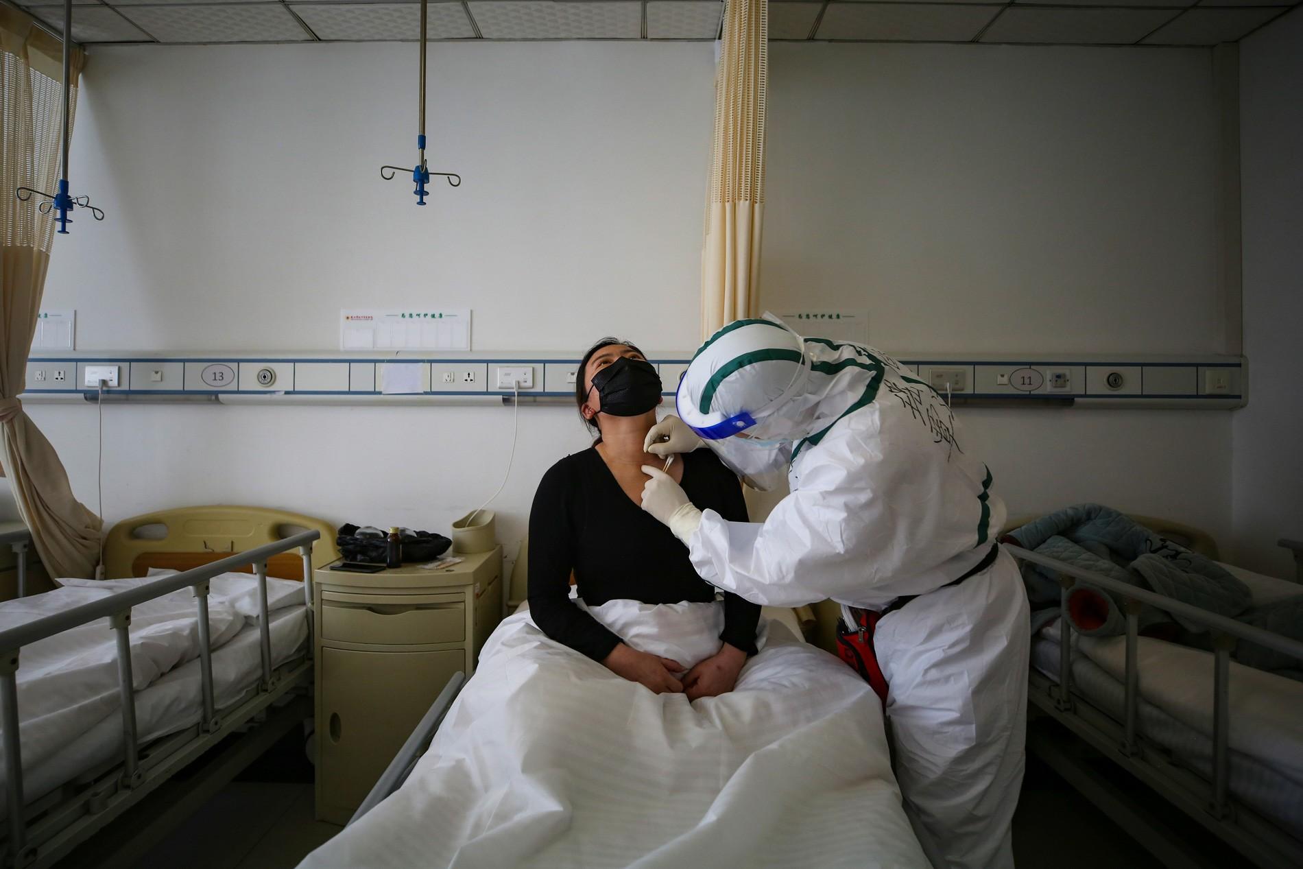 China altera balanço de mortos por Covid-19 e diz que número é 40% maior