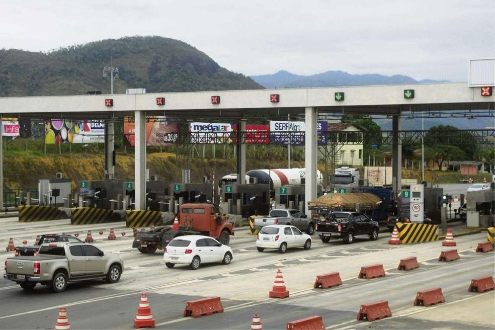 Praça do pedágio na Serra, onde é pago o preço pelo uso da rodovia no município (Foto: Ricardo Medeiros/A Gazeta)