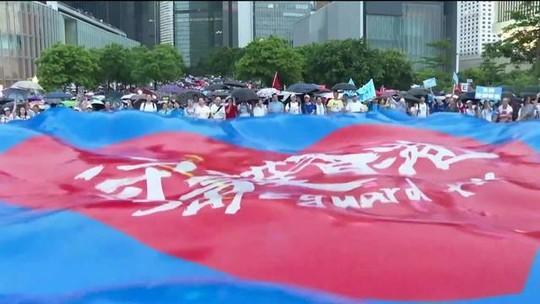 Em Hong Kong, manifestantes vão às ruas contra o governo
