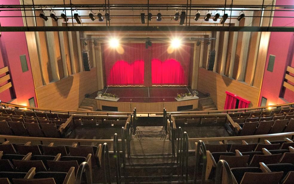 Aulas serão ministradas no Cine Teatro Cuiabá — Foto: Junior Silgueiro/GComMT