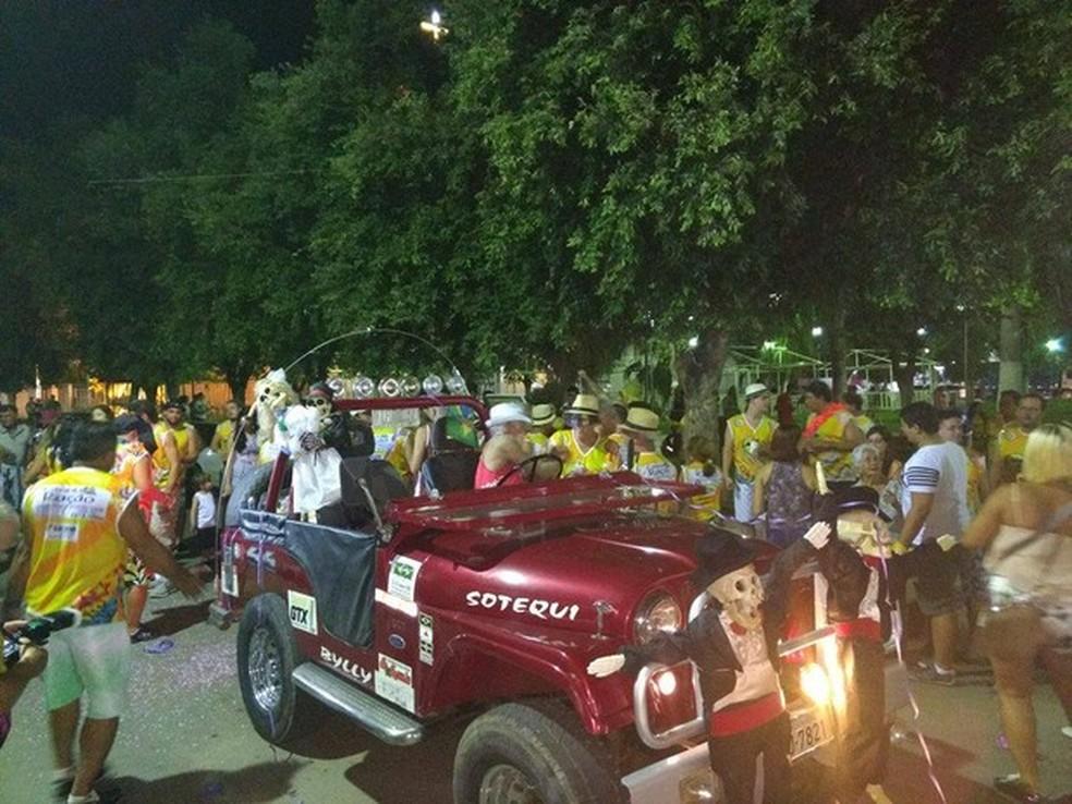 Bloco Zero Hora anima foliões em Conselheiro Pena — Foto: Ana Carolina Magalhães/ Inter TV