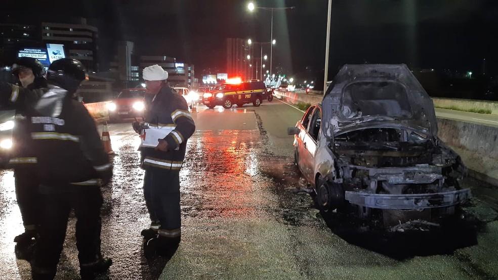 Carro ficou destruído — Foto: Sérgio Henrique Santos/Inter TV Cabugi