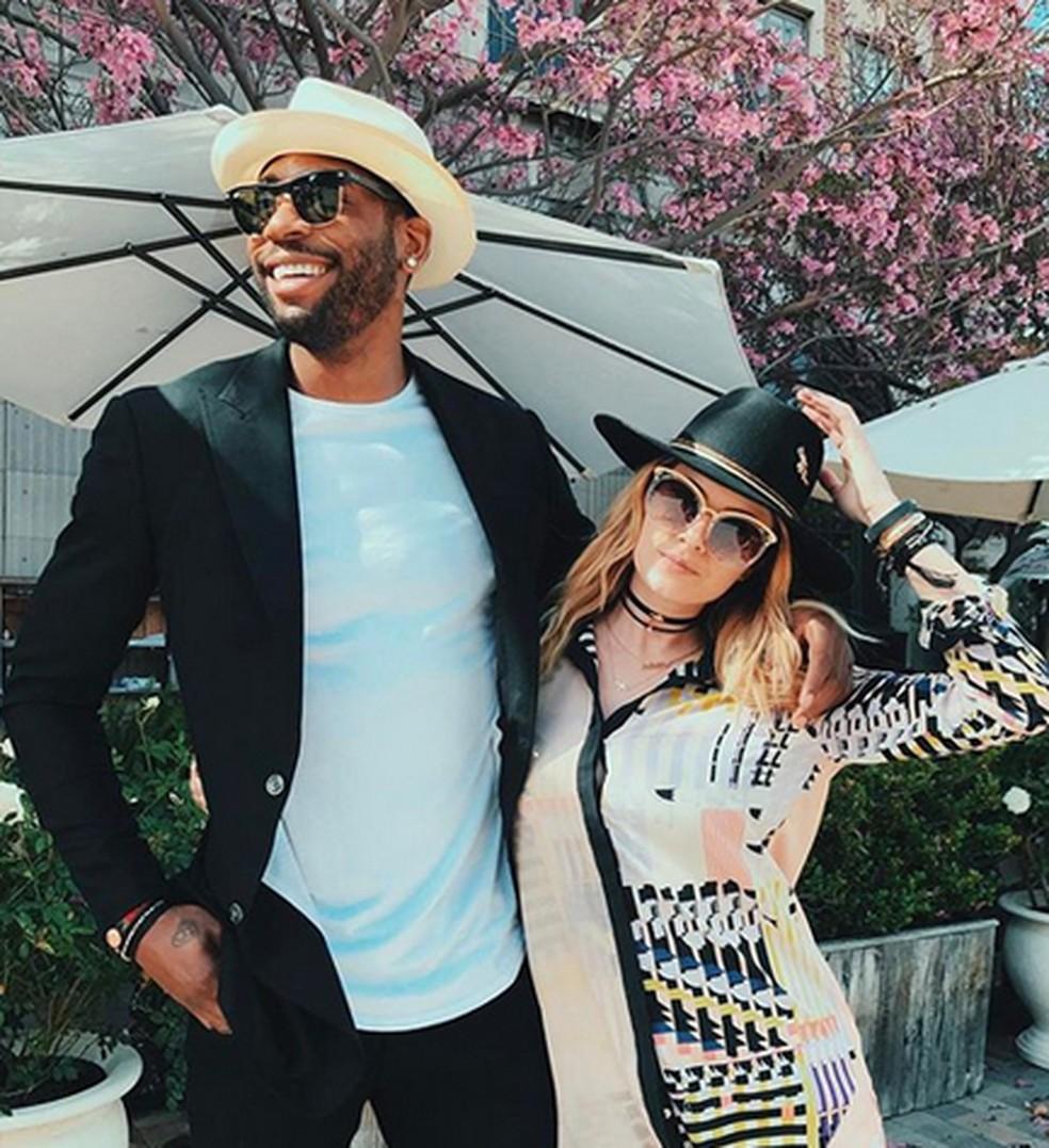 Ex-jogador da NBA e cantora morrem em acidente de carro