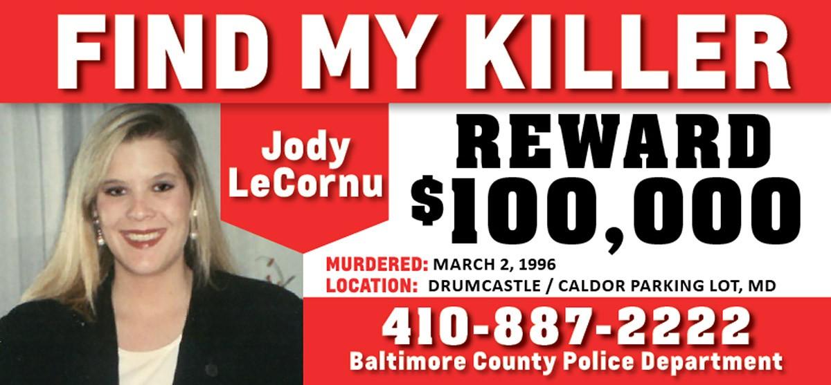 A imagem do outdoor instalado por Jenny Carrieri oferecendo US$ 100 mil pela identidade do assassino da irmã dela, Jody LeCornu (Foto: Reprodução)
