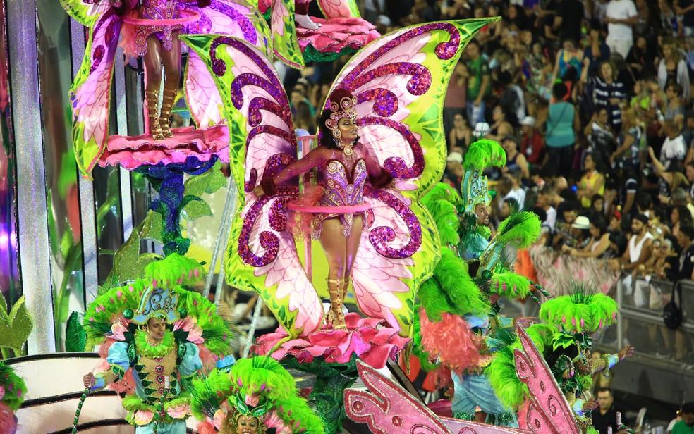 A Mocidade Alegre contou com 23 alas e 5 alegorias (Foto: Ardilhes Moreira/G1)