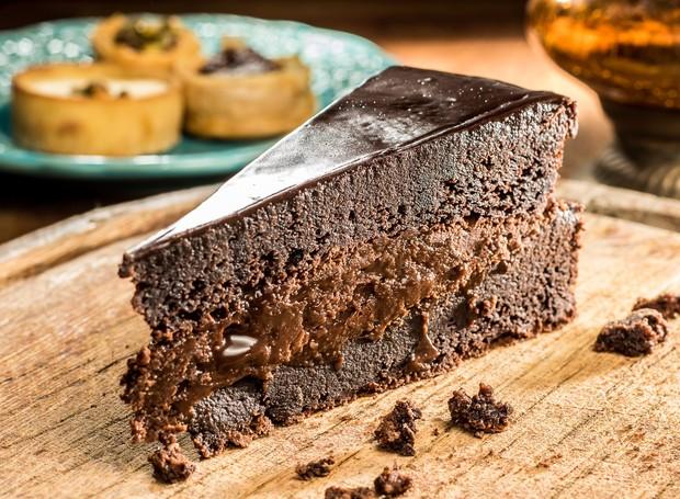 Bolo de chocolate do Restaurante SAJ (Foto: Divulgação/Leo Feltran)