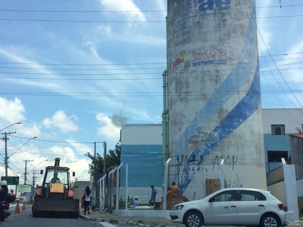 Manutenção prejudica abastecimento de água para 10 mil moradores em Jacareí (Foto: Emerson Tersigni/ G1)