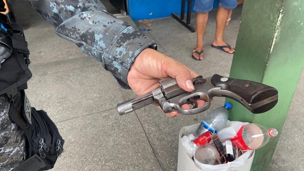 Arma usada no crime foi apreendida. — Foto: Patrick Marques/G1 AM