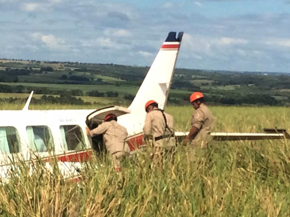 Resgate em avião com Angélica, Luciano Huck, crianças, babás, piloto e copiloto que fez pouso forçado em MS — Foto: Alysson Maruyama/TV Morena