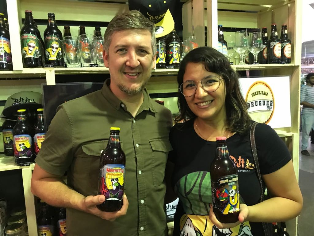 Casal de professores cria marca de cerveja artesanal e expõe na Fenearte
