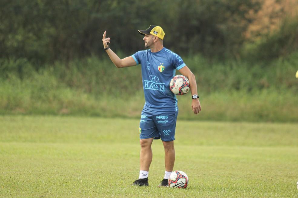 Jerson Testoni é o técnico do Brusque — Foto: Jefferson Alves / Brusque FC