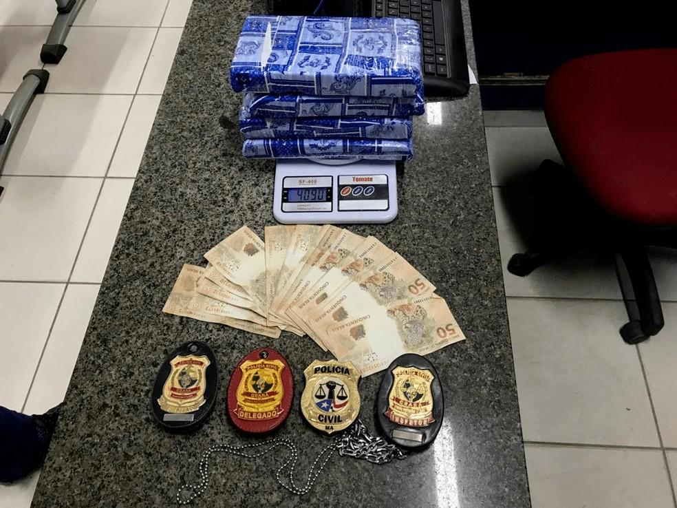 Material apreendido pela polícia com o suspeito — Foto: Divulgação/Polícia Civil