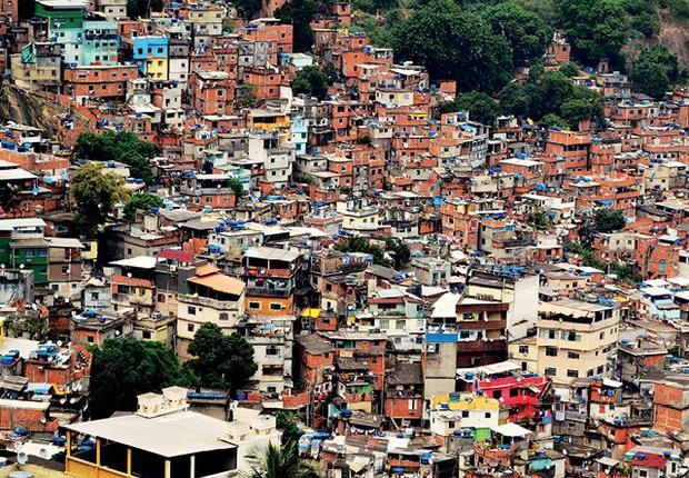 Áreas como a Rocinha, no Rio, exigem das empresas de comércio eletrônico táticas — e contas — específicas (Foto: Getty Images)