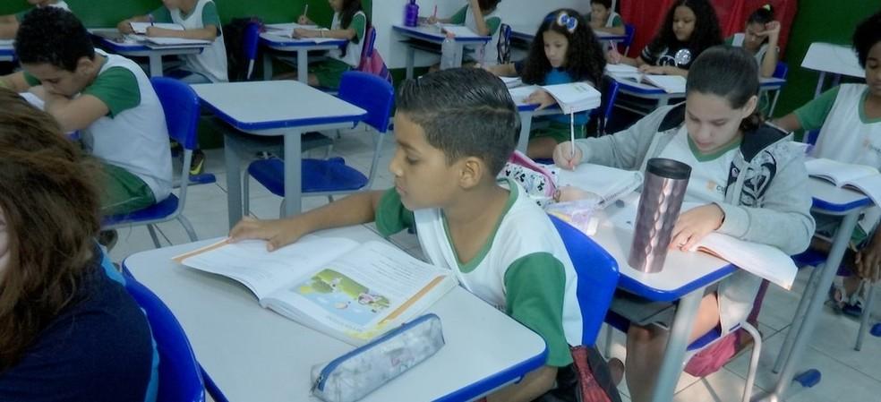 Crianças aprendem o português  — Foto: TVCA/Reprodução